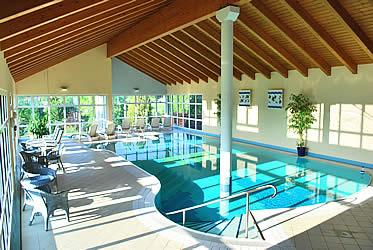 Vitalhotel sonneneck vom wasser tragen lassen for Hotel harz schwimmbad